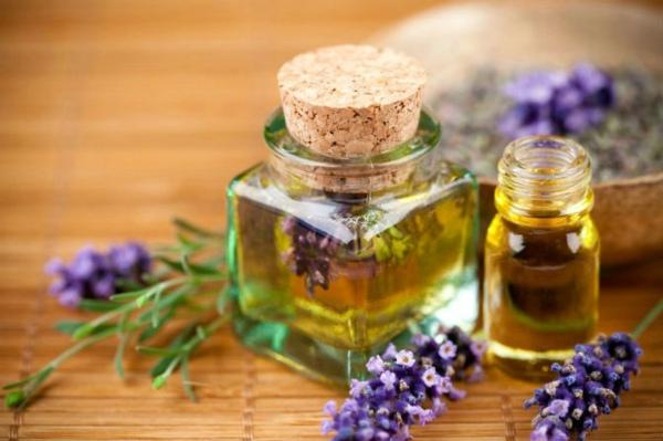 tinh dầu thơm sẽ lấn át mùi hôi do độ ẩm gây ra.jpg